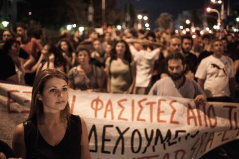 1488901674244-oi-antifasistes-kataferan-na-mataiwsoun-tin-fiesta-tis-xrusis-augis-ston-pirea-266-1442042981